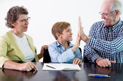 """SERVICE: Ateliers intergénérationnels """"Regroupement des Grands-Parents"""""""